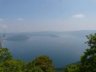 御鼻部山から見た十和田湖