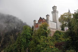 Замок уже ближе